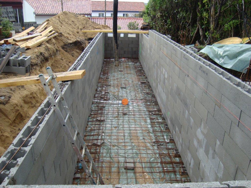 Construction d 39 une piscine couloir de nage bidart au for Construction d une piscine en beton