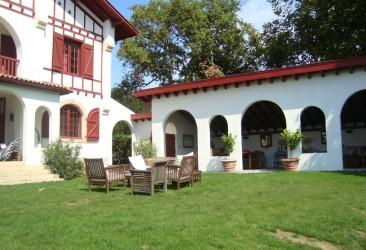 Construction d'un salon d'été Basque