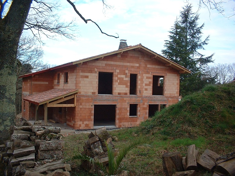 Construction d'une villa basque en brique Monomur