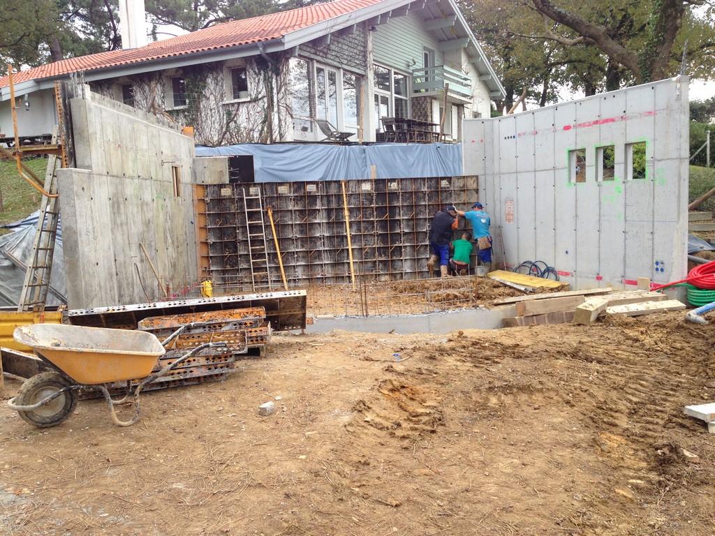 Construction d'une annexe de villa Basque tout en béton