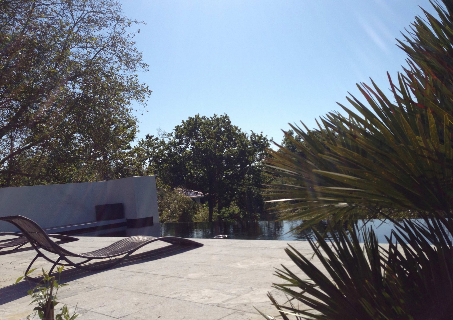 Conception et construction d'une piscine à double débordement