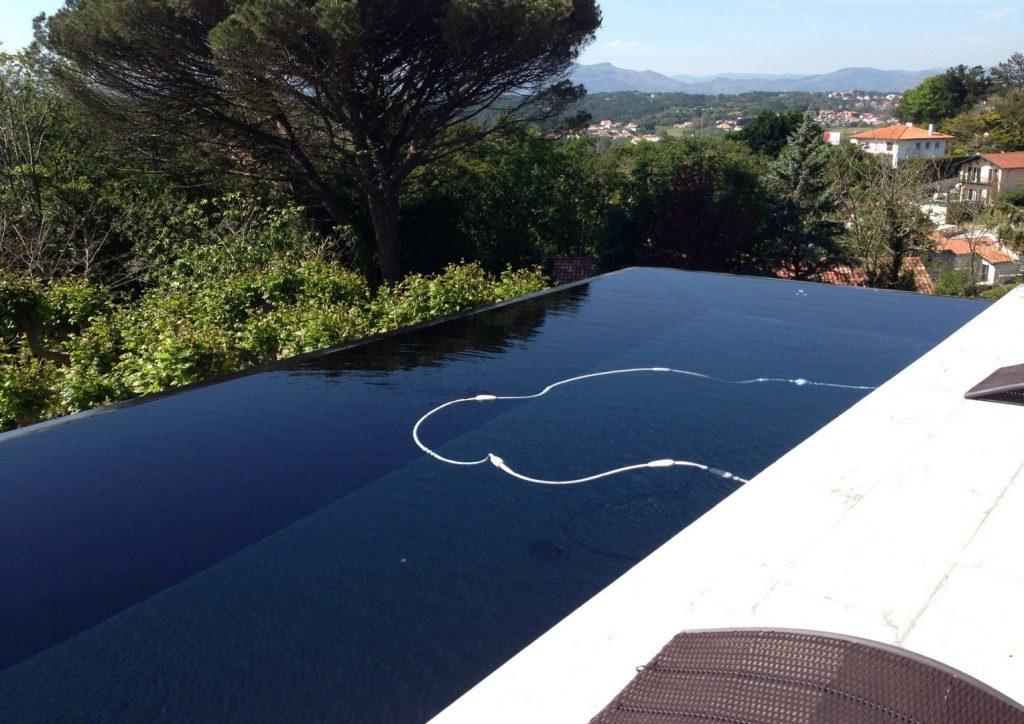 Conception et construction d 39 une piscine double d bordement - Construction piscine reglementation ...
