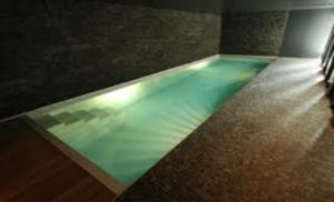 piscine-couloir-nage-haut-gamme