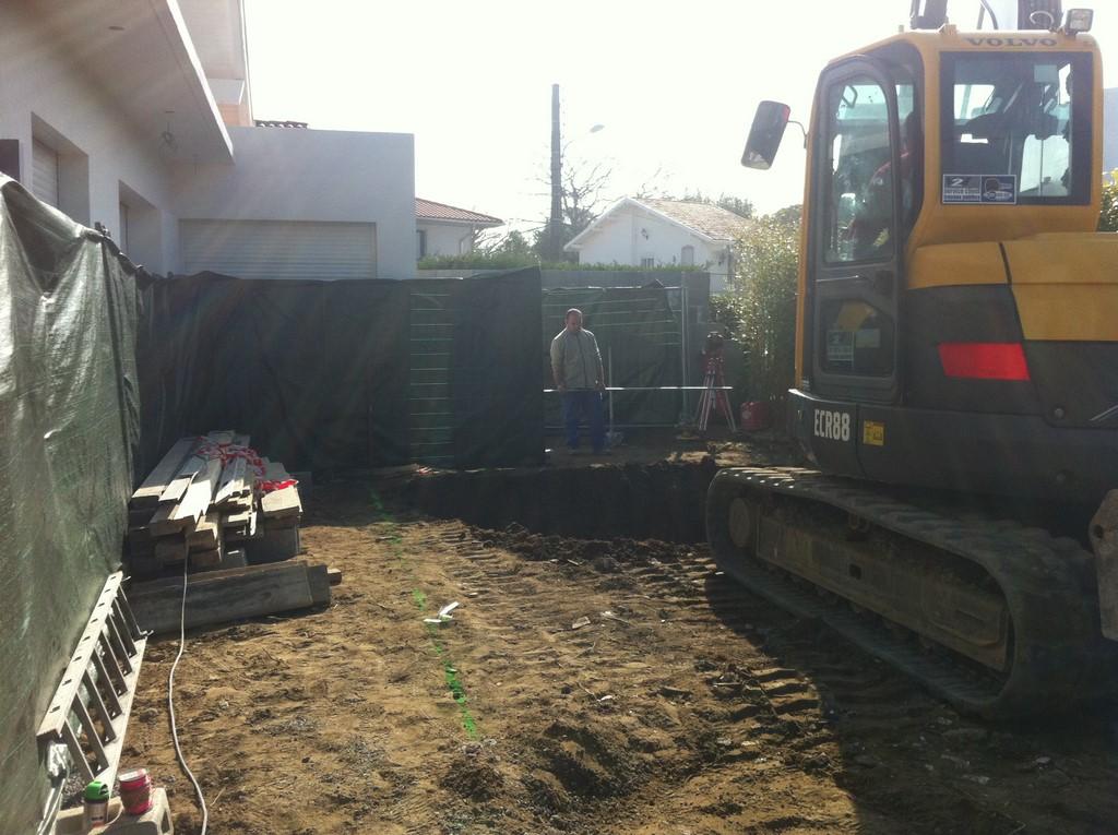 Construction d une piscine avec am nagements biarritz for Construction piscine tva 5 5